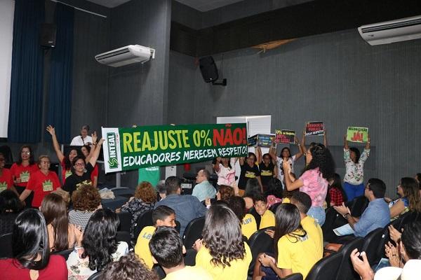 2019_08_19_protesto_servidores_educação_governador_alagoas.jpg - 99,40 kB